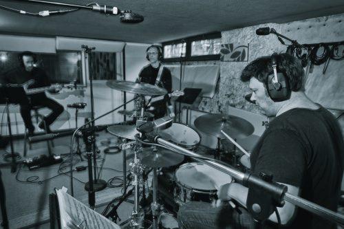 Paul Galiana en studio Le Trio © Gilles Crampes